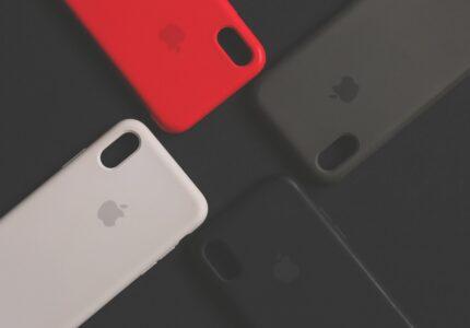 Fire telefon covers ligge ved siden af hinanden